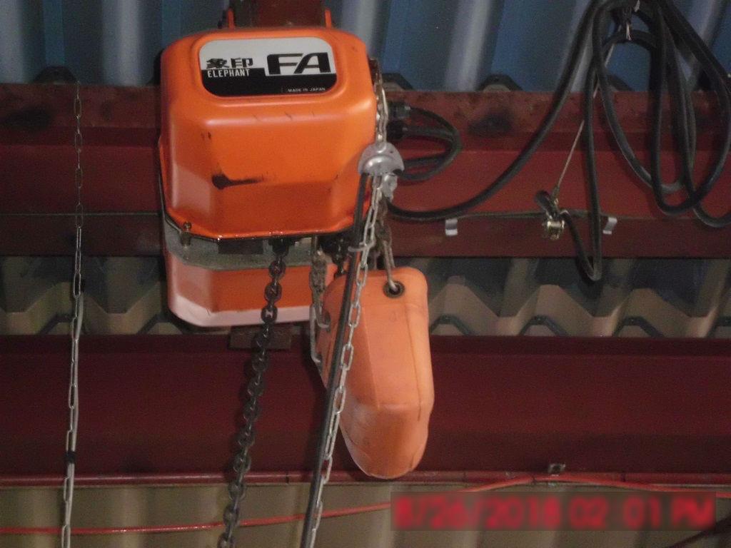 天井取り付けの機械