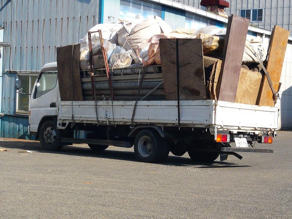 荷台に積んだ残置物