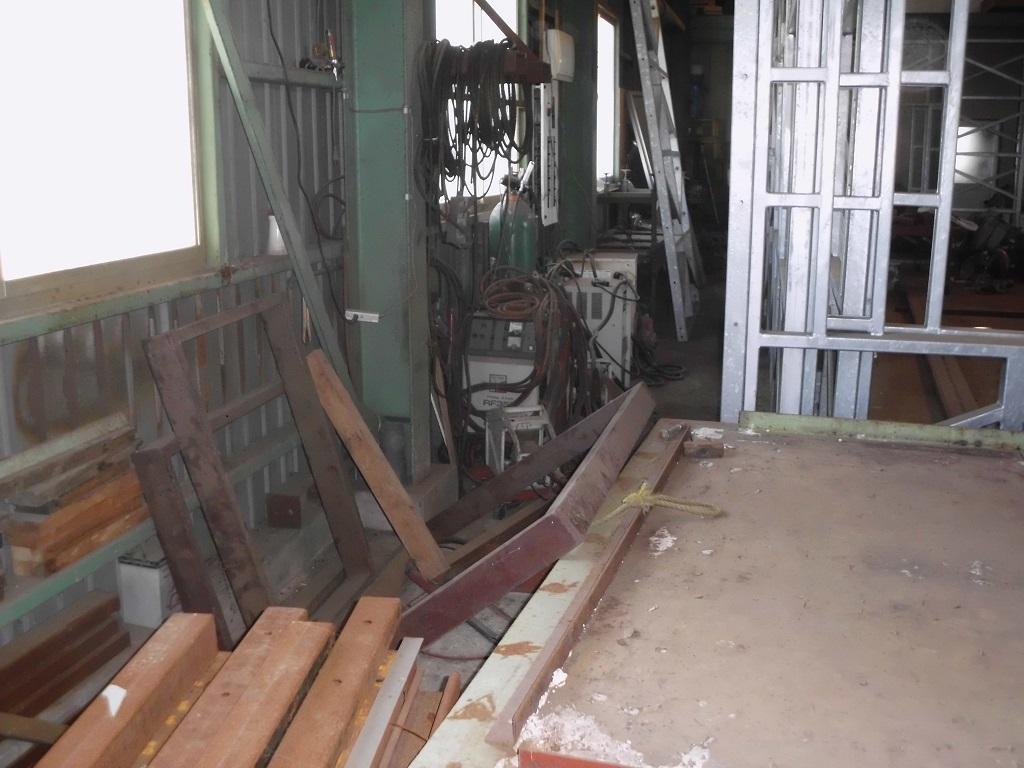 工場内のパネルなど