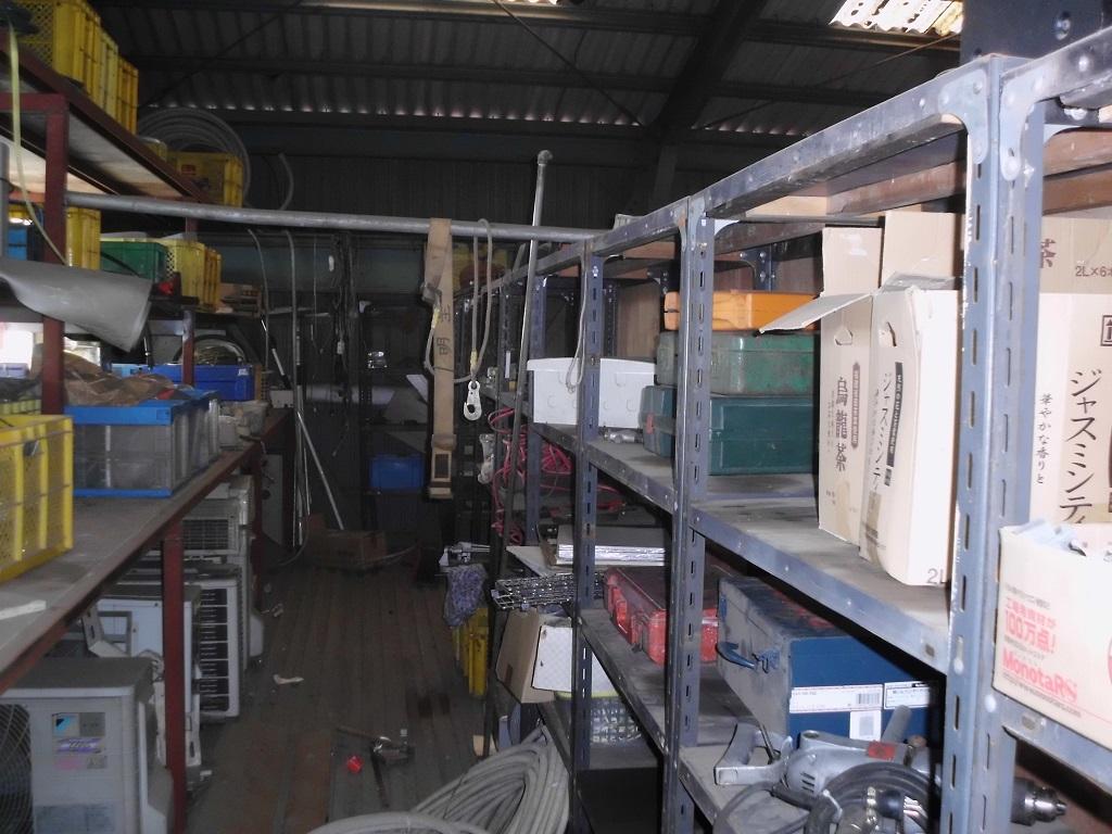 工場内の荷物