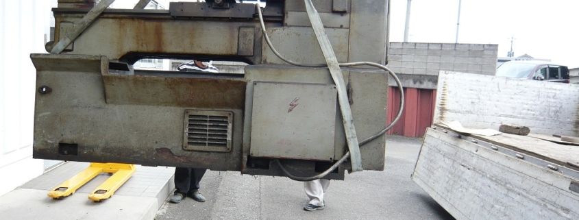 研摩・研削機械の搬出