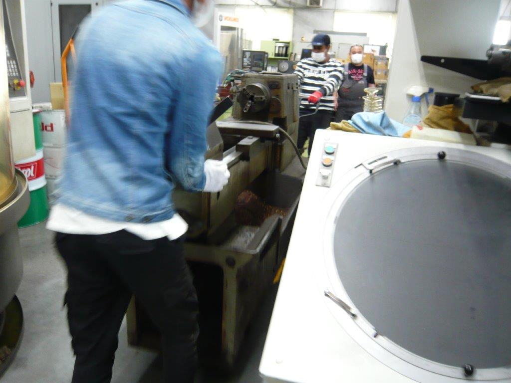 旋盤工作機械の搬出