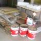 倉庫内の不用品を処分中