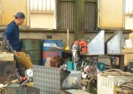 工場閉鎖に伴う片付けの現場調査